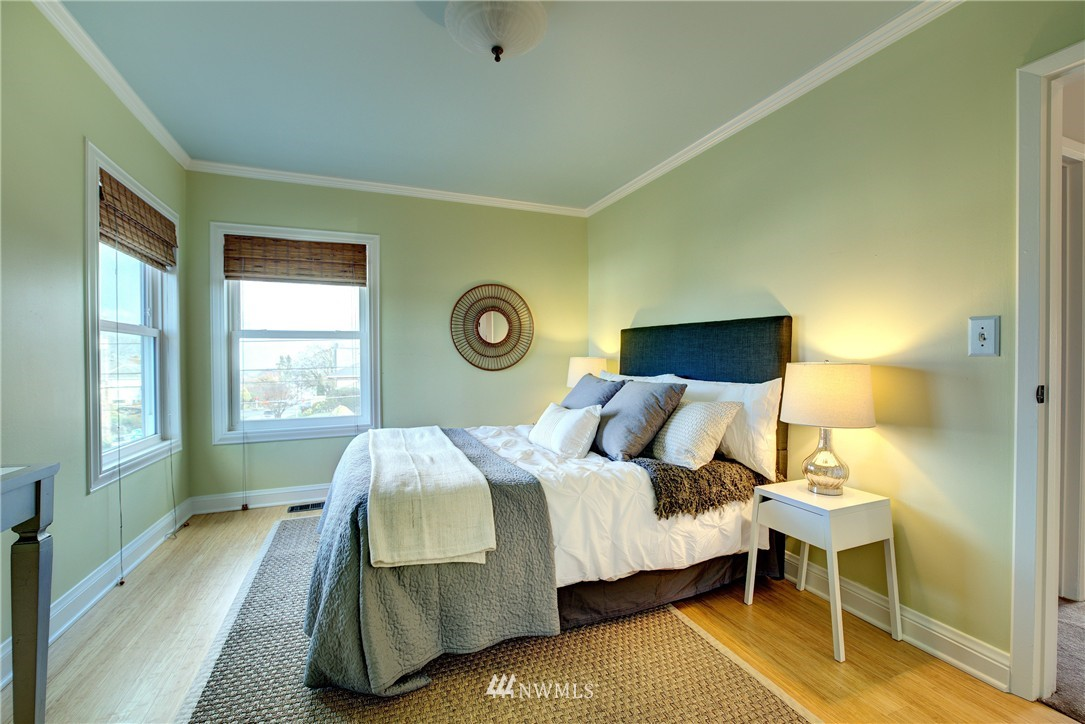 Sold Property | 2223 4th Avenue N Seattle, WA 98109 14