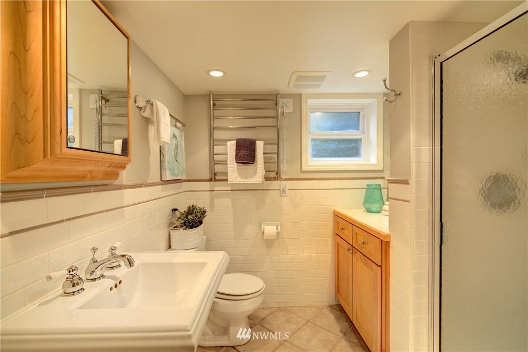 Sold Property | 2223 4th Avenue N Seattle, WA 98109 19