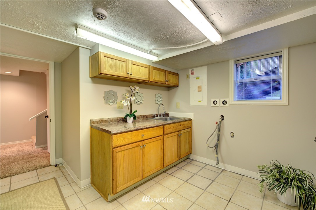 Sold Property | 2223 4th Avenue N Seattle, WA 98109 20
