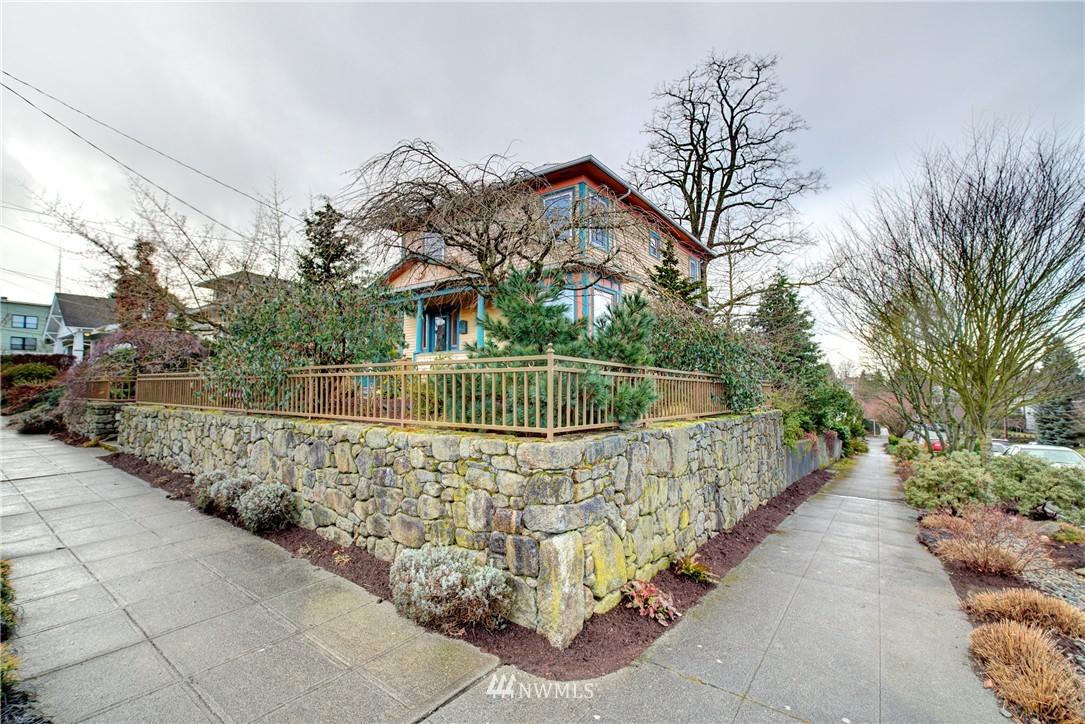 Sold Property | 2223 4th Avenue N Seattle, WA 98109 24