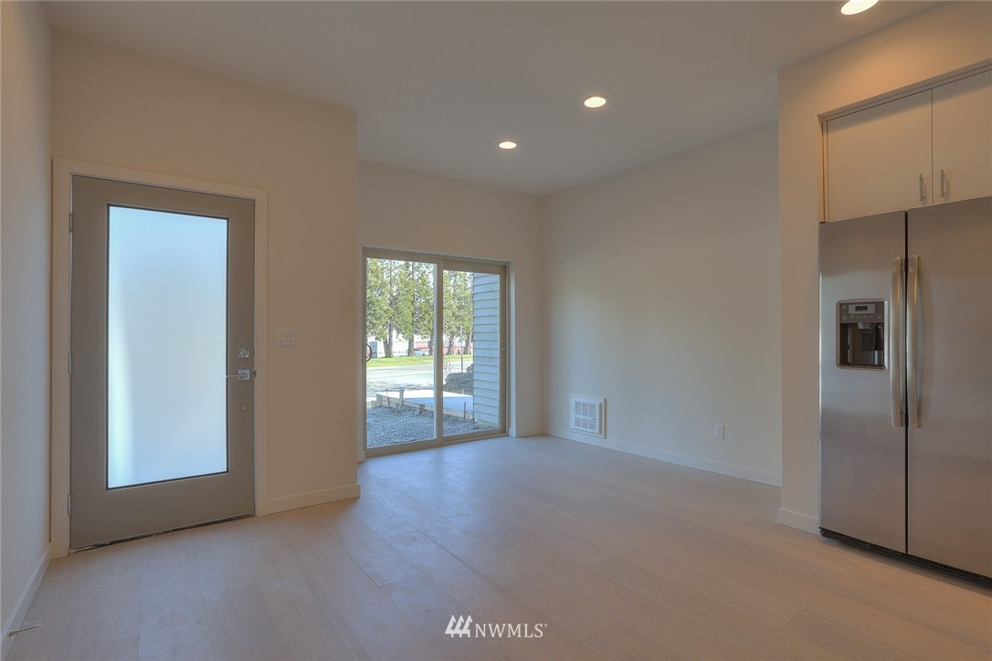Sold Property   3825 Gilman Ave W Seattle, WA 98199 2
