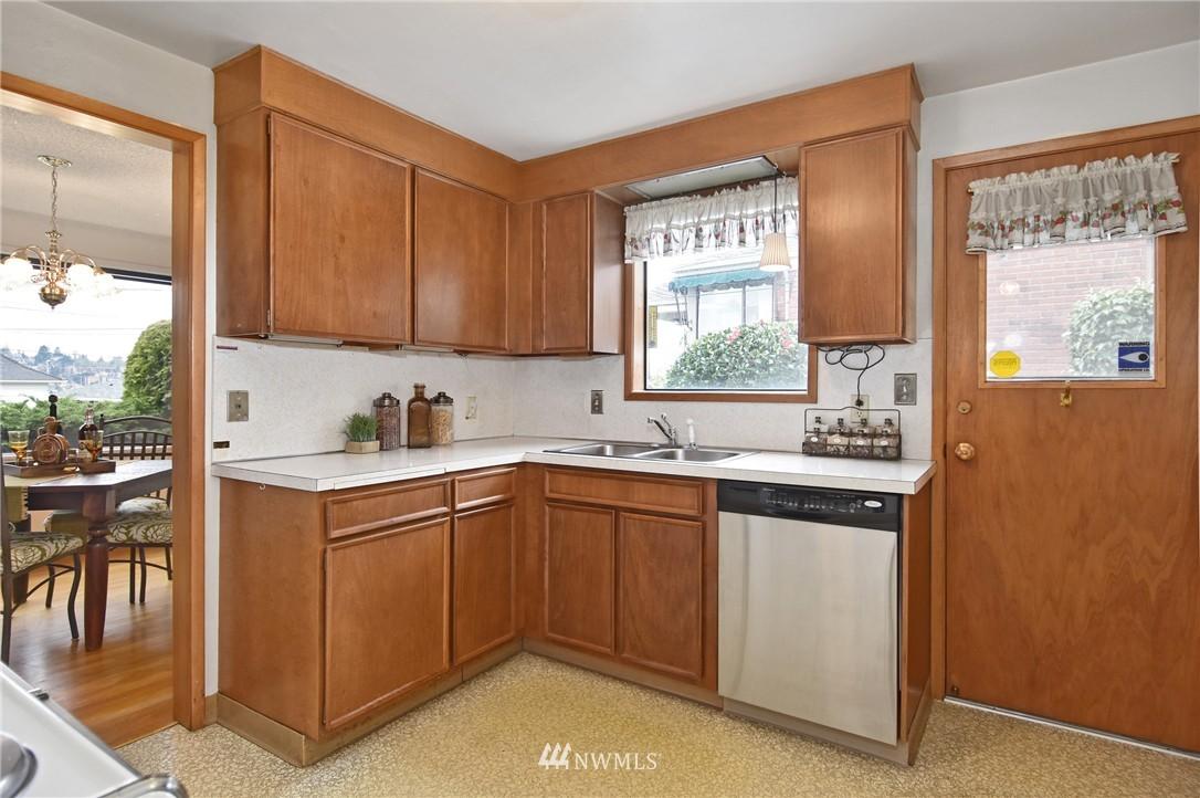 Sold Property | 3022 13th Avenue W Seattle, WA 98119 6