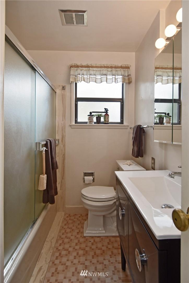 Sold Property | 3022 13th Avenue W Seattle, WA 98119 10
