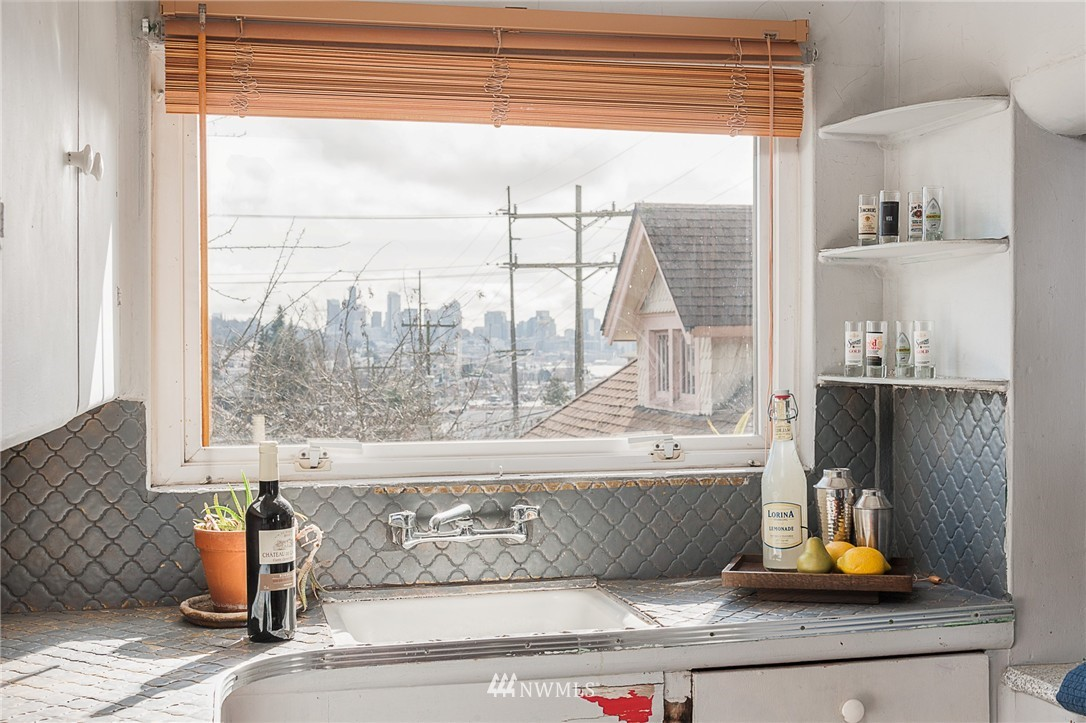 Sold Property   4209 5th Avenue NE Seattle, WA 98105 14