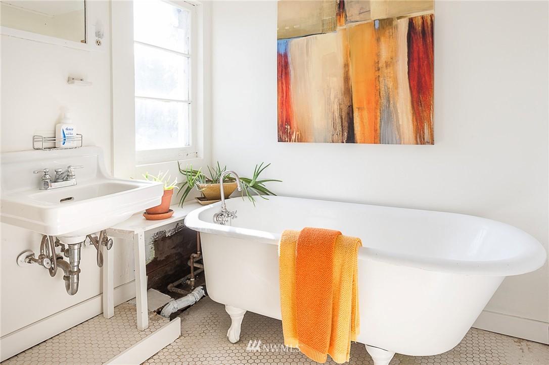 Sold Property   4209 5th Avenue NE Seattle, WA 98105 15