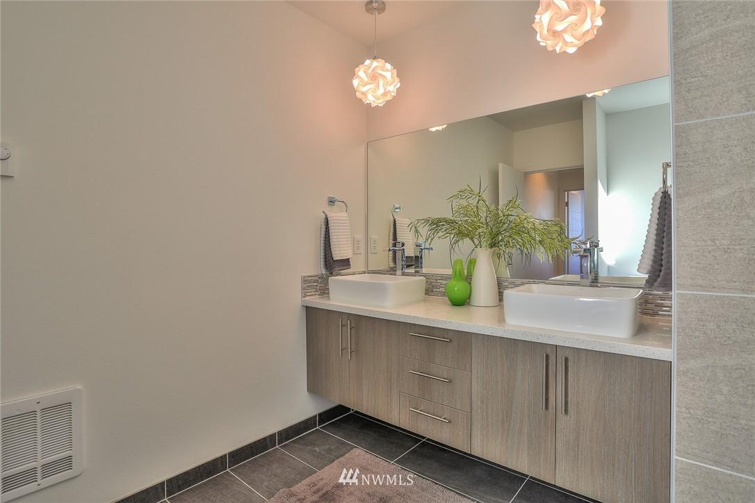 Sold Property   1220 W Emerson Street Seattle, WA 98119 17