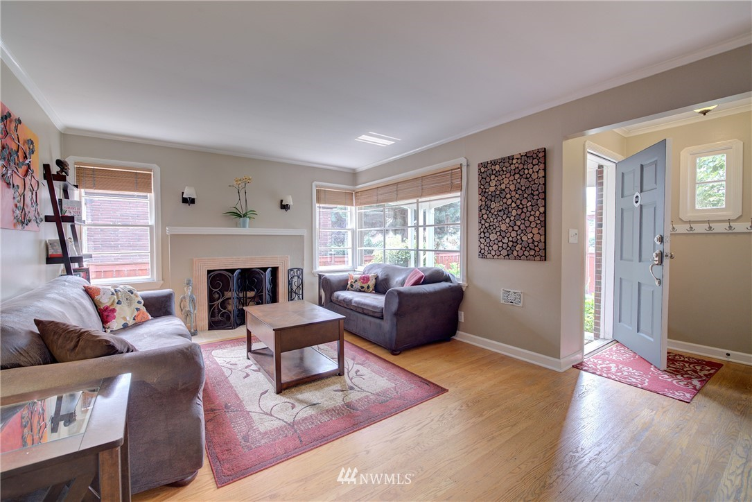 Sold Property | 8322 24th Avenue NW Seattle, WA 98117 3