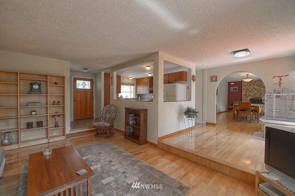 Sold Property | 3011 NE 194th Street Seattle, WA 98155 2