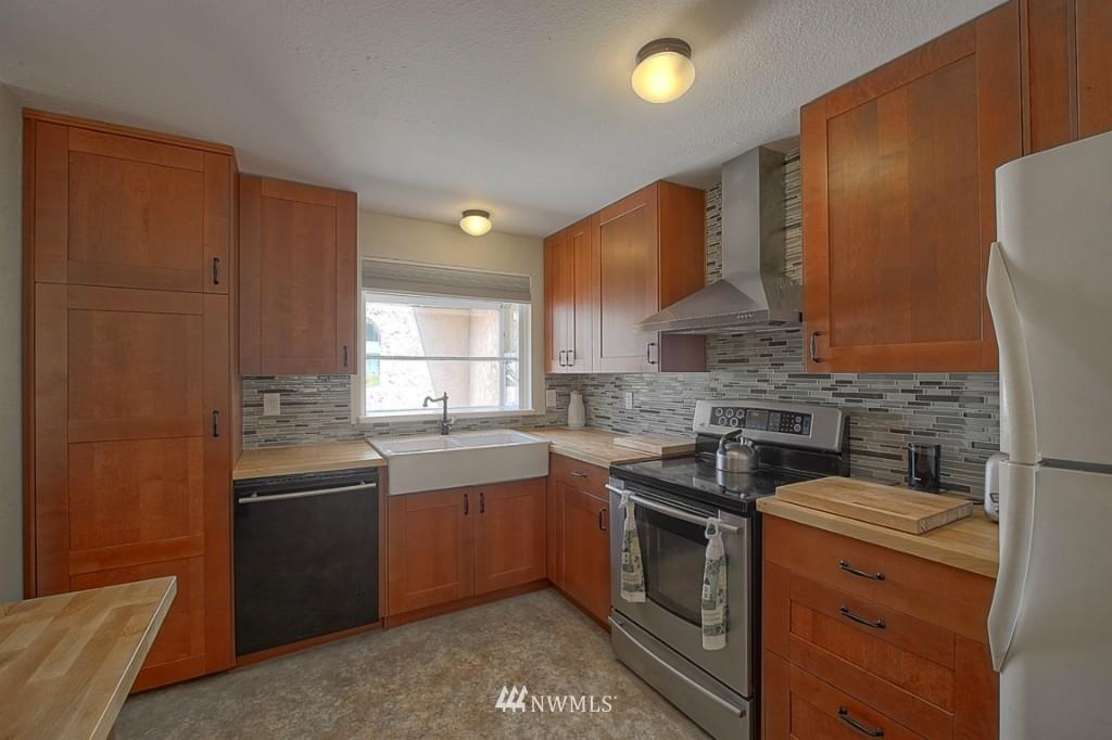 Sold Property | 3011 NE 194th Street Seattle, WA 98155 4