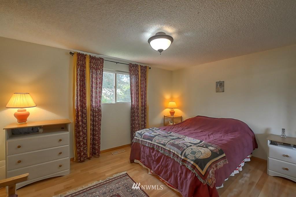 Sold Property | 3011 NE 194th Street Seattle, WA 98155 10