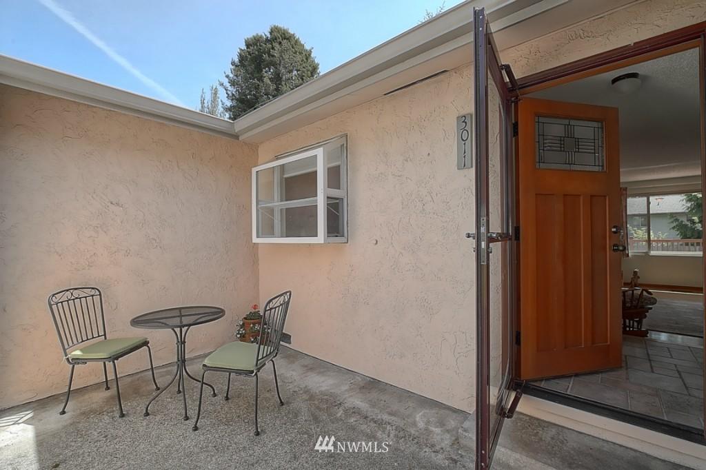 Sold Property | 3011 NE 194th Street Seattle, WA 98155 1