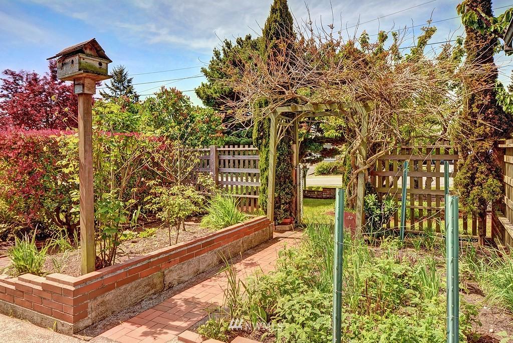 Sold Property   20028 18th Avenue NW Shoreline, WA 98177 13