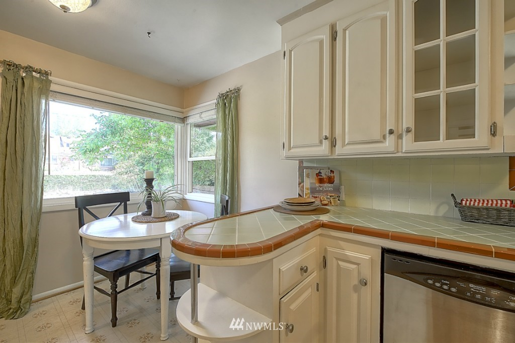 Sold Property   12718 12th Avenue NW Seattle, WA 98177 7