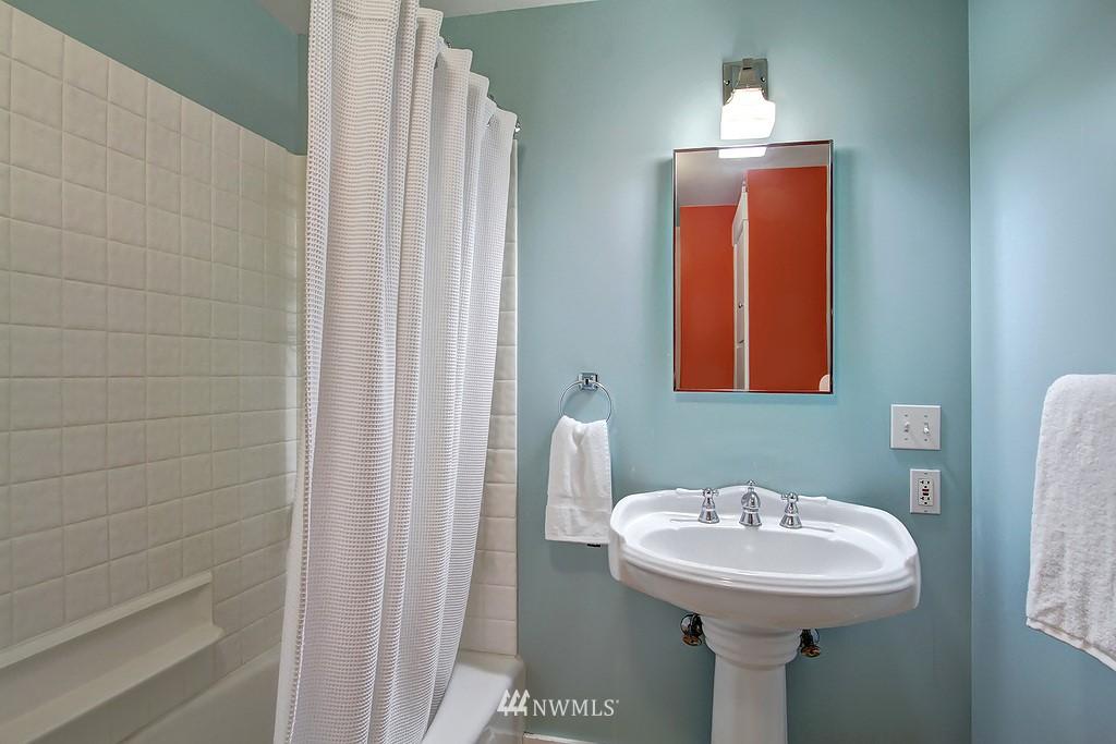 Sold Property | 6247 Palatine Avenue N Seattle, WA 98103 9