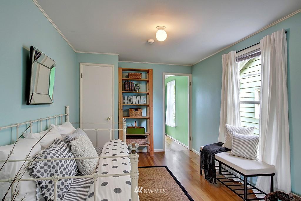 Sold Property | 6247 Palatine Avenue N Seattle, WA 98103 11