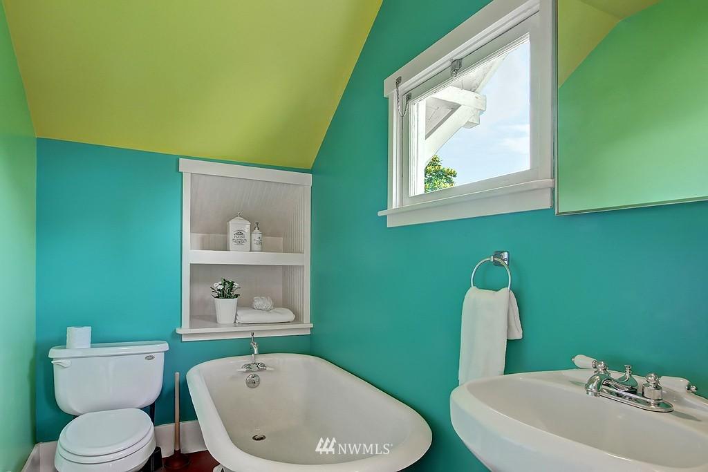 Sold Property | 6247 Palatine Avenue N Seattle, WA 98103 12