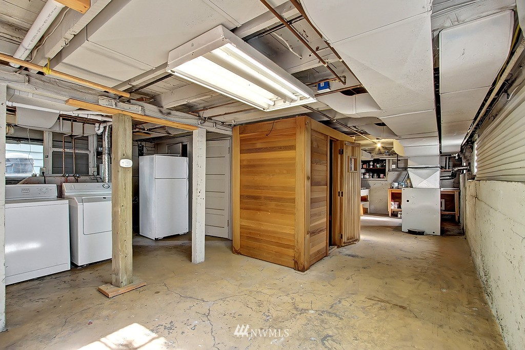 Sold Property | 6247 Palatine Avenue N Seattle, WA 98103 16