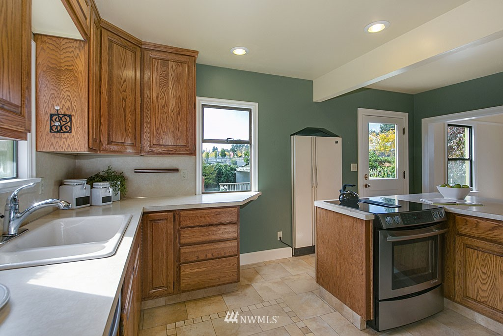 Sold Property | 6545 12th Avenue NW Seattle, WA 98117 3