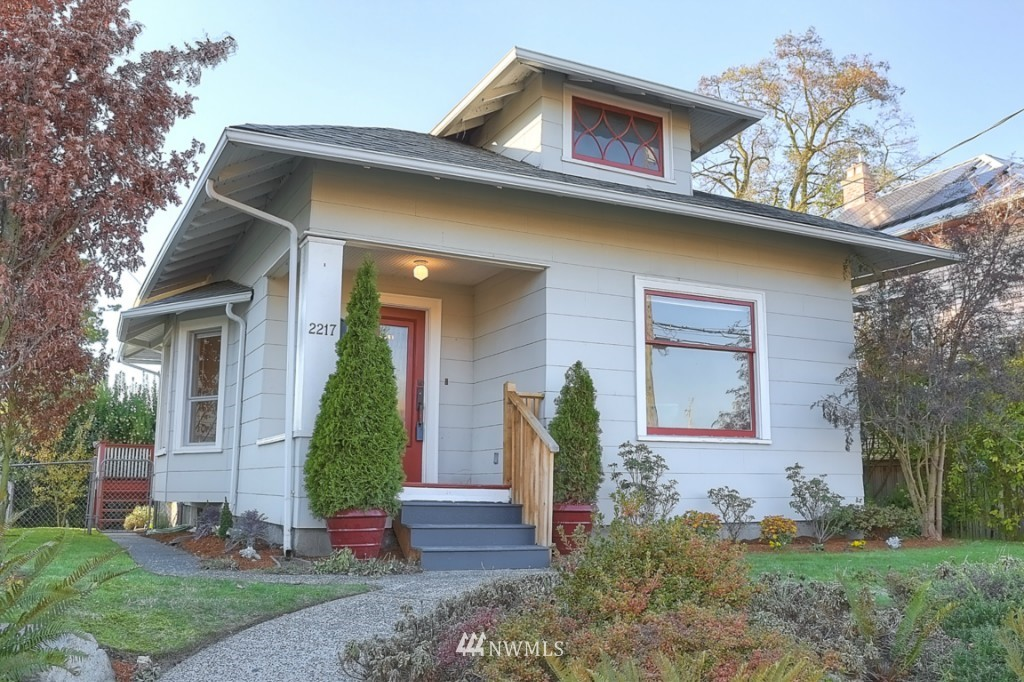 Sold Property | 2217 4th Avenue N Seattle, WA 98109 1