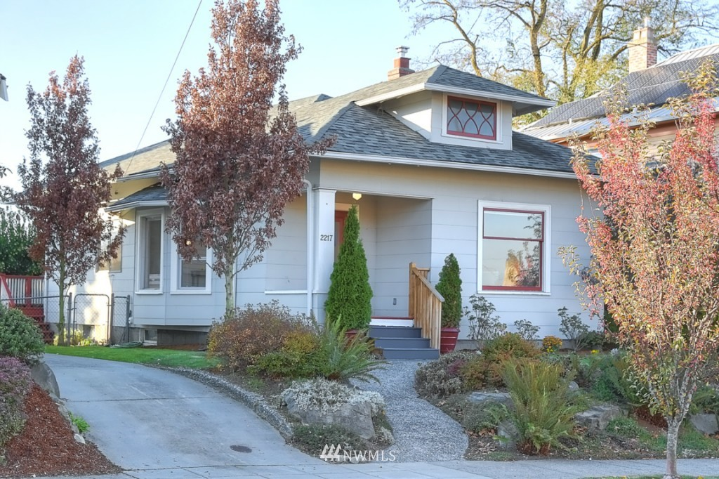 Sold Property | 2217 4th Avenue N Seattle, WA 98109 2