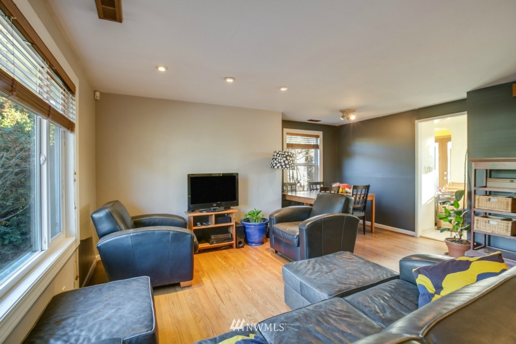 Sold Property | 4701 S Lucile Street Seattle, WA 98118 2