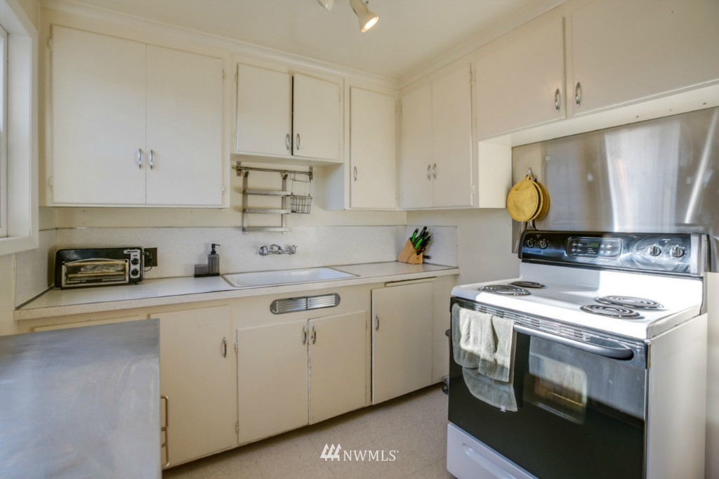 Sold Property | 4701 S Lucile Street Seattle, WA 98118 7