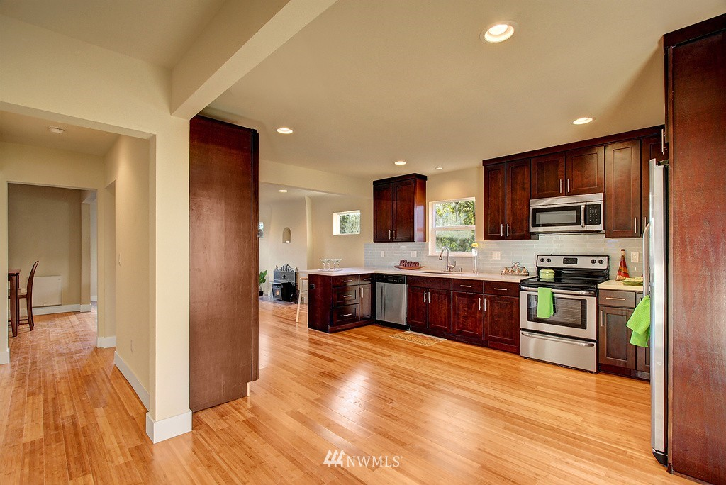 Sold Property   1900 NE 80th Street Seattle, WA 98115 2