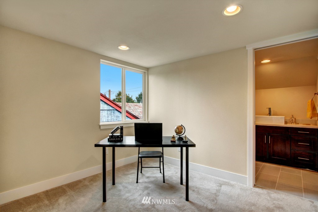 Sold Property   1900 NE 80th Street Seattle, WA 98115 9