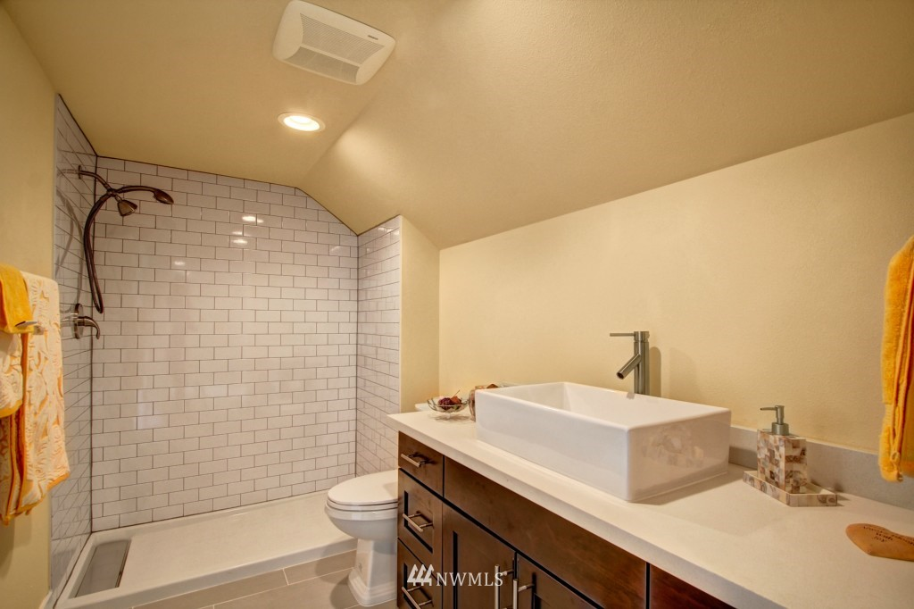 Sold Property   1900 NE 80th Street Seattle, WA 98115 10