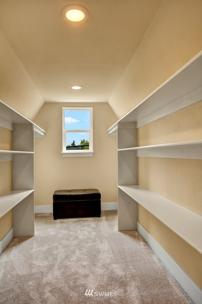 Sold Property   1900 NE 80th Street Seattle, WA 98115 11