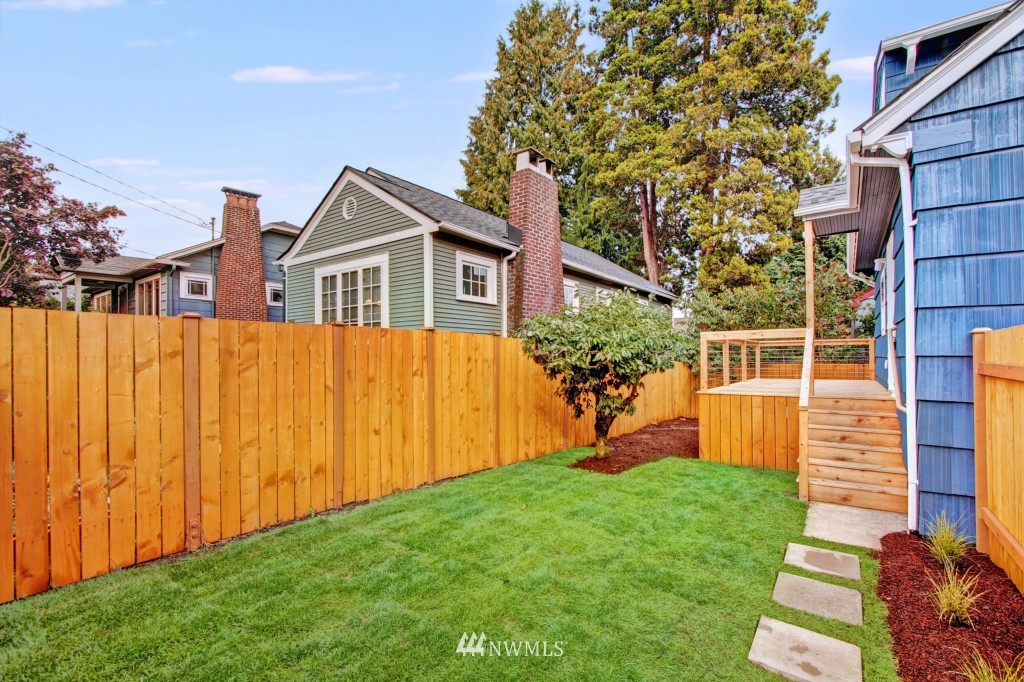 Sold Property   1900 NE 80th Street Seattle, WA 98115 17