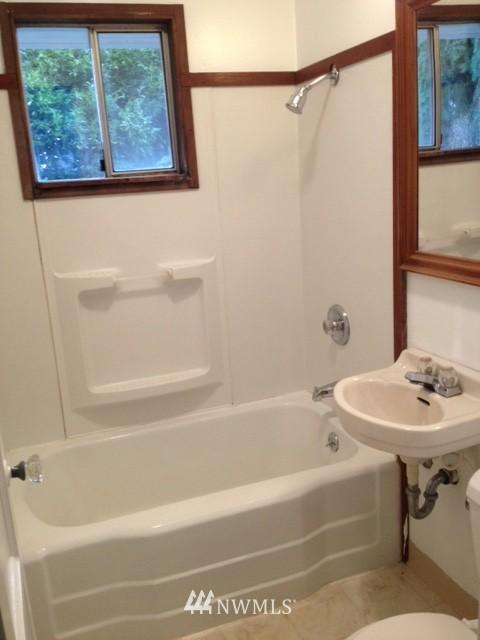 Sold Property | 1208 S 116th Street Seattle, WA 98168 4