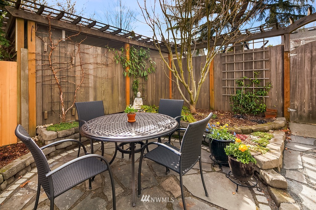 Sold Property | 5011 37th Avenue NE Seattle, WA 98105 8