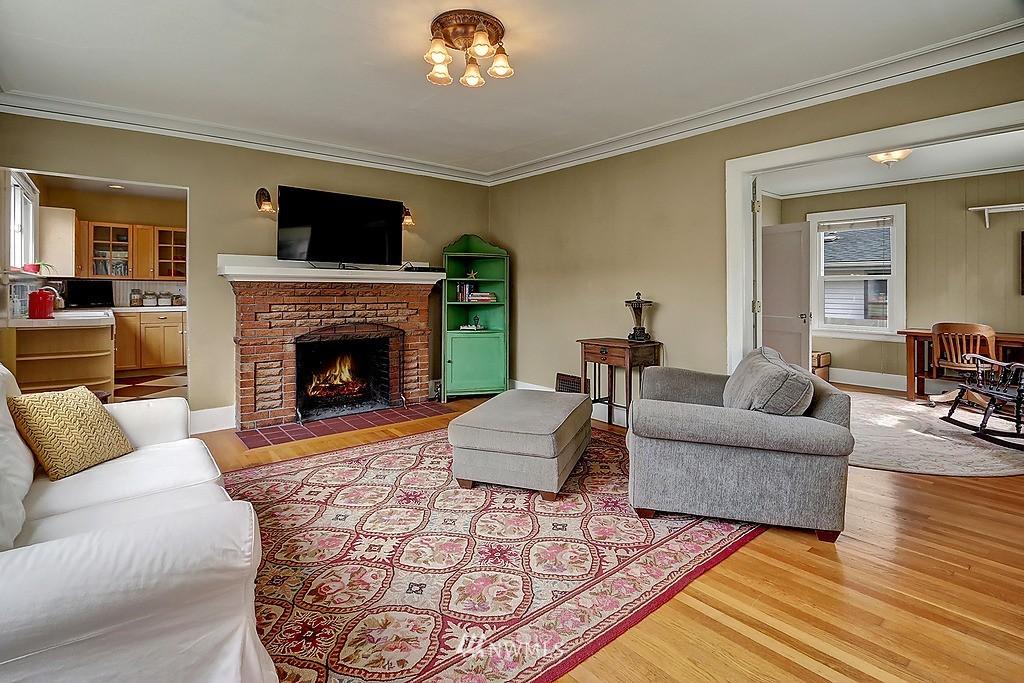Sold Property   4911 Erskine Way SW Seattle, WA 98116 2