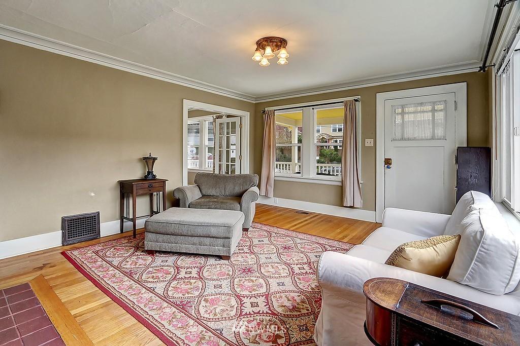 Sold Property   4911 Erskine Way SW Seattle, WA 98116 3