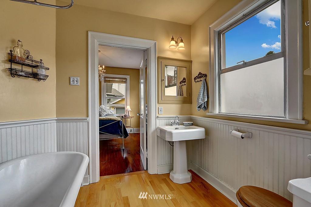 Sold Property   4911 Erskine Way SW Seattle, WA 98116 6