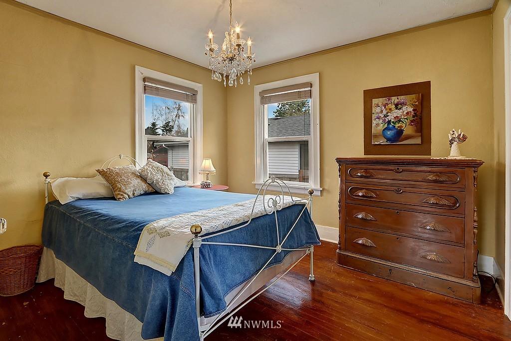 Sold Property   4911 Erskine Way SW Seattle, WA 98116 7