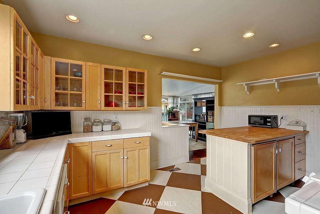 Sold Property   4911 Erskine Way SW Seattle, WA 98116 9