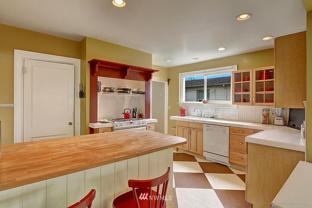 Sold Property   4911 Erskine Way SW Seattle, WA 98116 10