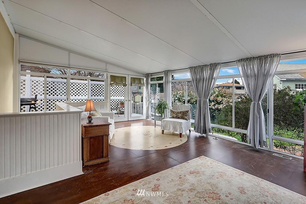 Sold Property   4911 Erskine Way SW Seattle, WA 98116 11
