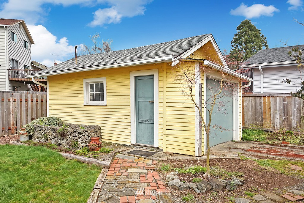Sold Property   4911 Erskine Way SW Seattle, WA 98116 15