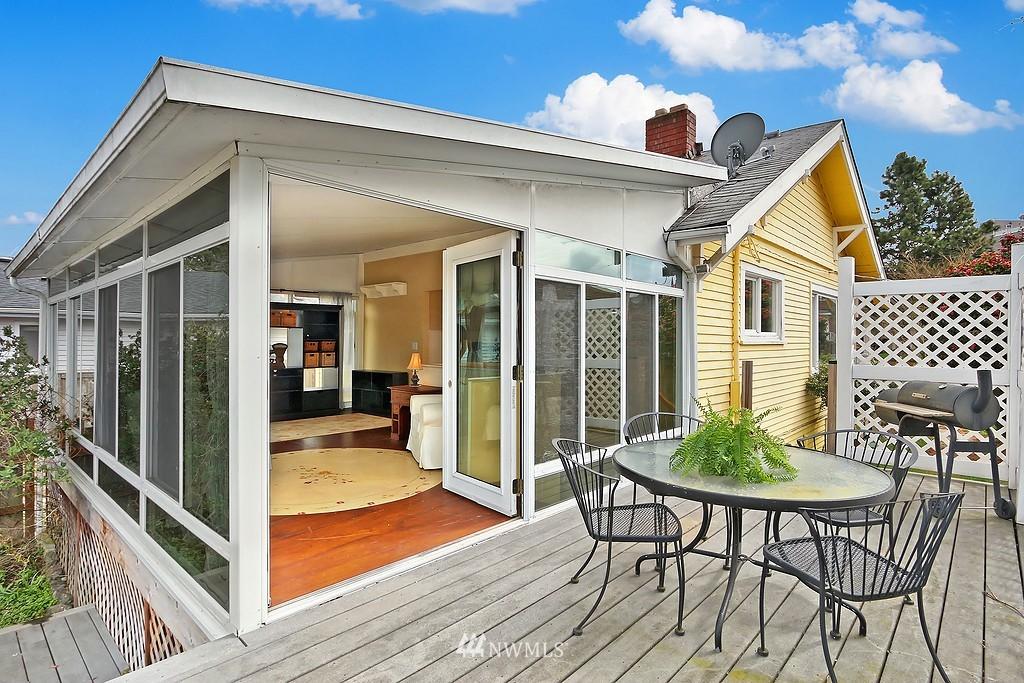 Sold Property   4911 Erskine Way SW Seattle, WA 98116 16