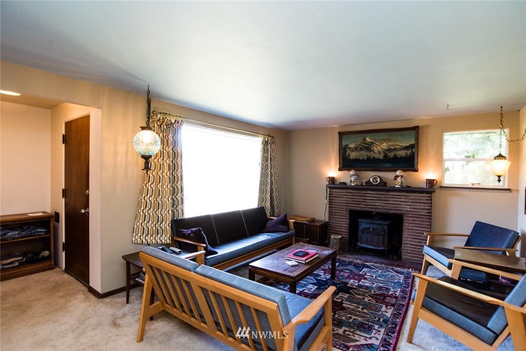 Sold Property | 7002 25th Avenue NE Seattle, WA 98115 3