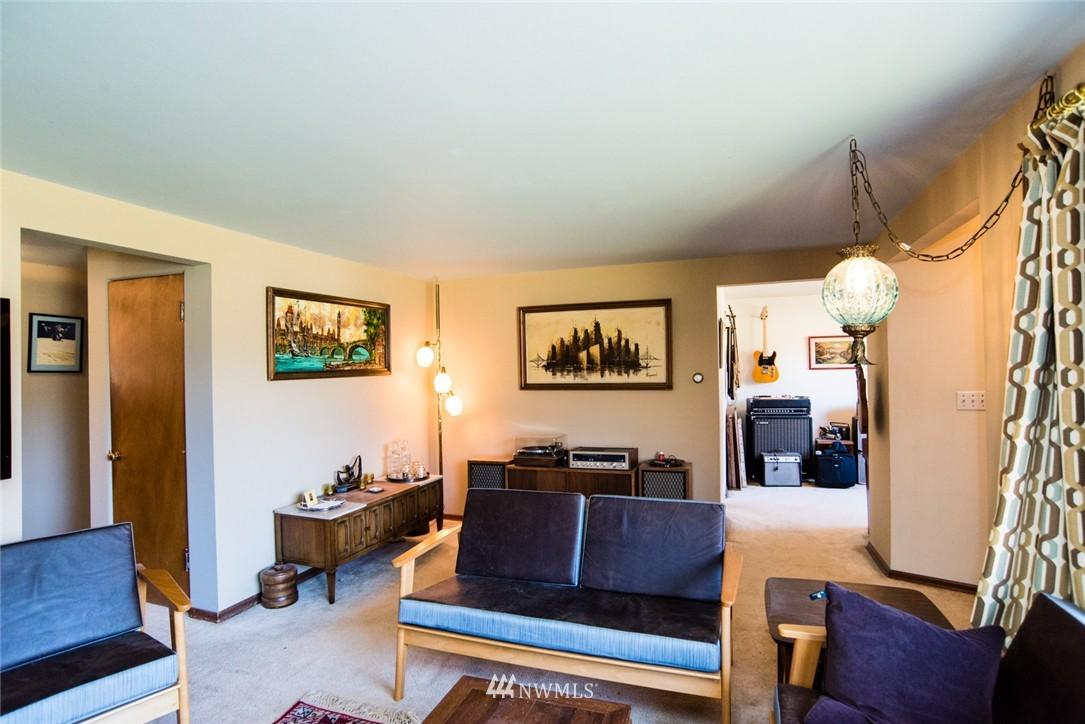 Sold Property | 7002 25th Avenue NE Seattle, WA 98115 4