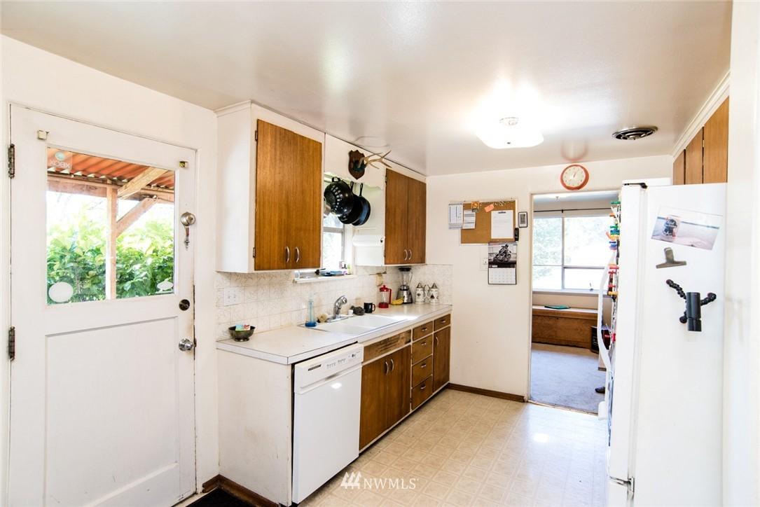 Sold Property | 7002 25th Avenue NE Seattle, WA 98115 9