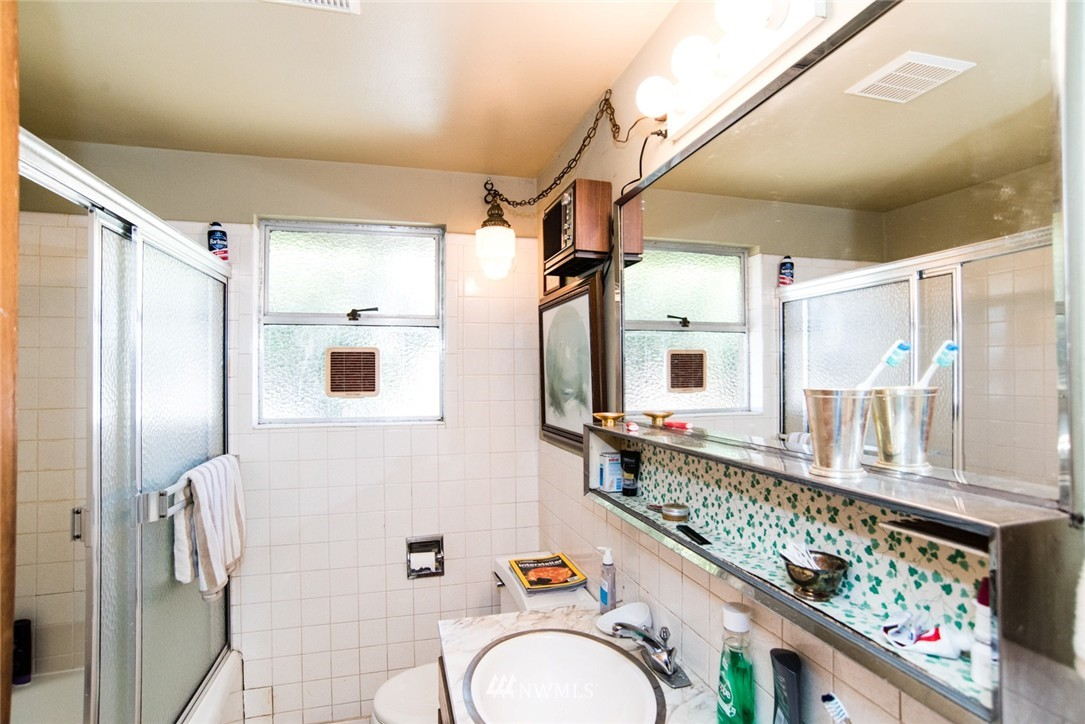 Sold Property | 7002 25th Avenue NE Seattle, WA 98115 13