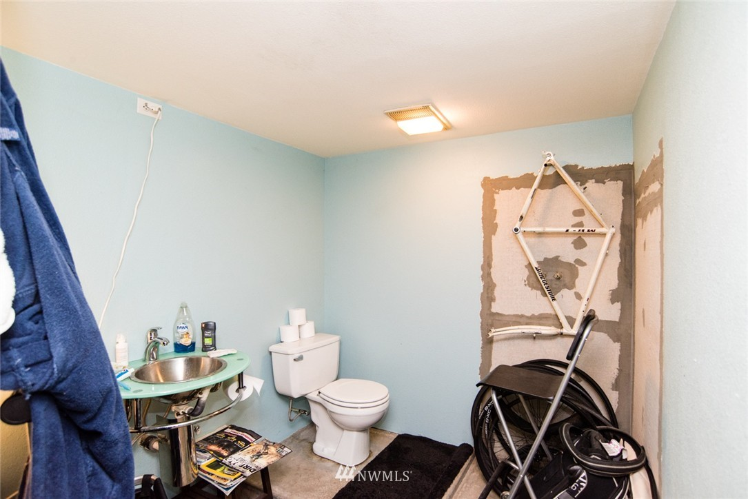 Sold Property | 7002 25th Avenue NE Seattle, WA 98115 15