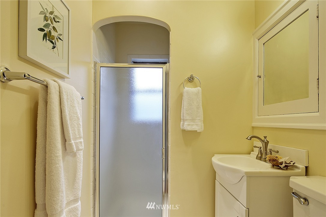 Sold Property | 606 NW 82nd Street Seattle, WA 98117 11