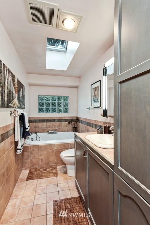 Sold Property | 1218 N Allen Place Seattle, WA 98103 8