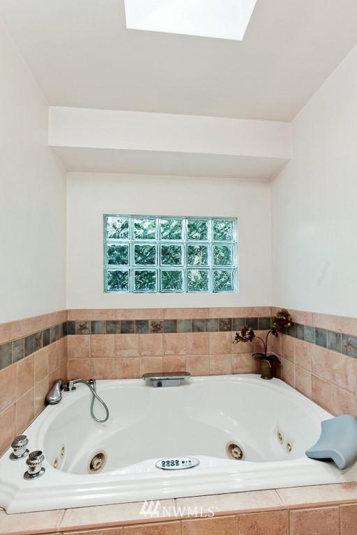 Sold Property | 1218 N Allen Place Seattle, WA 98103 9